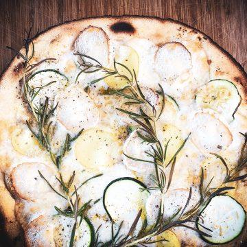 Kartoffel pizza med gedeost
