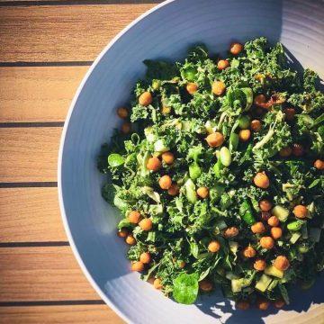 Spinatsalat - Opskrift på grov salat med grønkål og spinat