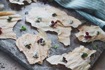 Opskrift på hirsechips - Chips af hirseflager med estragon mayo