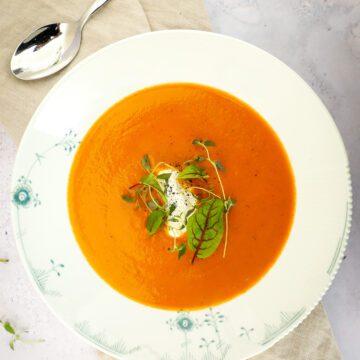 Cremet tomatsuppe - Opskrift på den bedste tomatsuppe