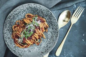 Opskrift på den bedste Pasta med tomatsauce og bacon