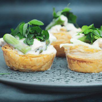 Opskrift på luksus tarteletter med høns i asparges