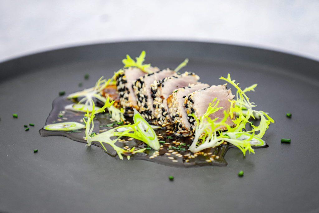 Opskrift på lynstegt tun med asiatisk marinade