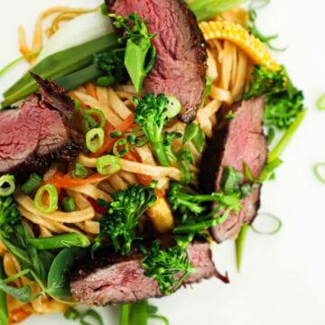 Asiatisk wok - Opskrift på wok med nudler og oksekød