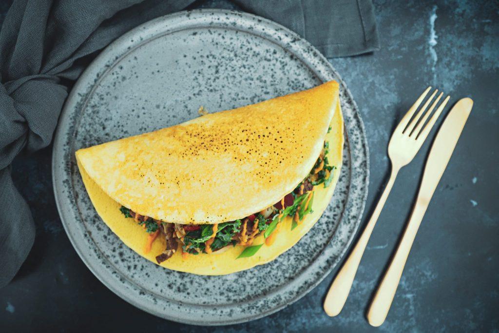 Opskrift på den lækreste æggewrap med oksekød og stegte grøntsager