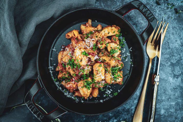 Opskrift på cremet one pot pasta med kylling