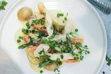 Opskrift på frikassé med kylling, asparges og gulerødder