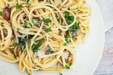 Simpel pasta - Opskrift på nem pastaret med svampe og hvidløg