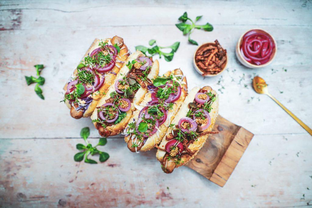 Gourmet hotdog - Opskrift med kål og røget mayo