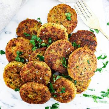 Kikærte frikadeller - Opskrift med couscous og grøntsager