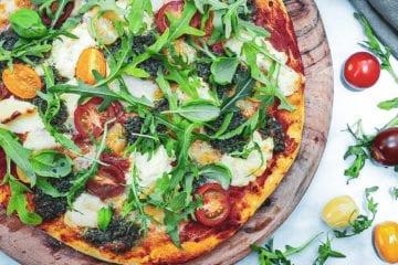 Pizza margherita - Opskrift på pizza margherita deluxe
