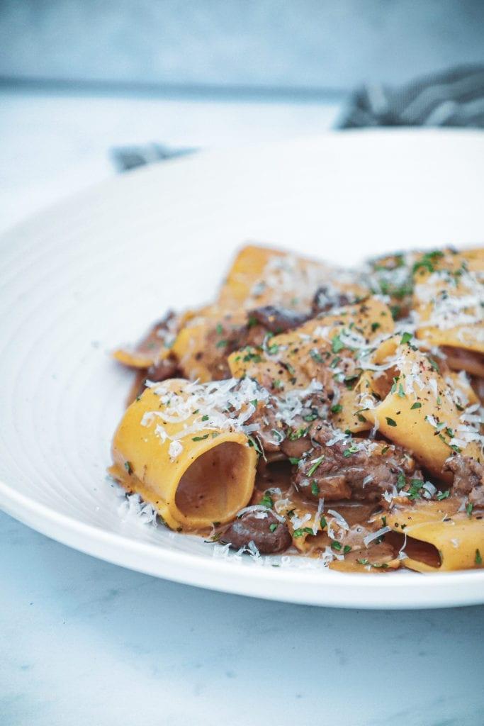 Pasta med oksemørbrad - Opskrift med svampe, cognac og fløde