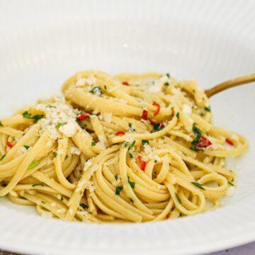 Chili-hvidløgs pasta - Opskrift på pasta med hvidløg og chili