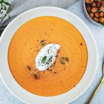 Grøntsagssuppe - Opskrift med sød kartoffel og bagt peberfrugt