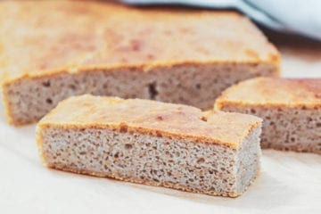 Madbrød - Opskrift på koldhævet saftigt madbrød med surdej