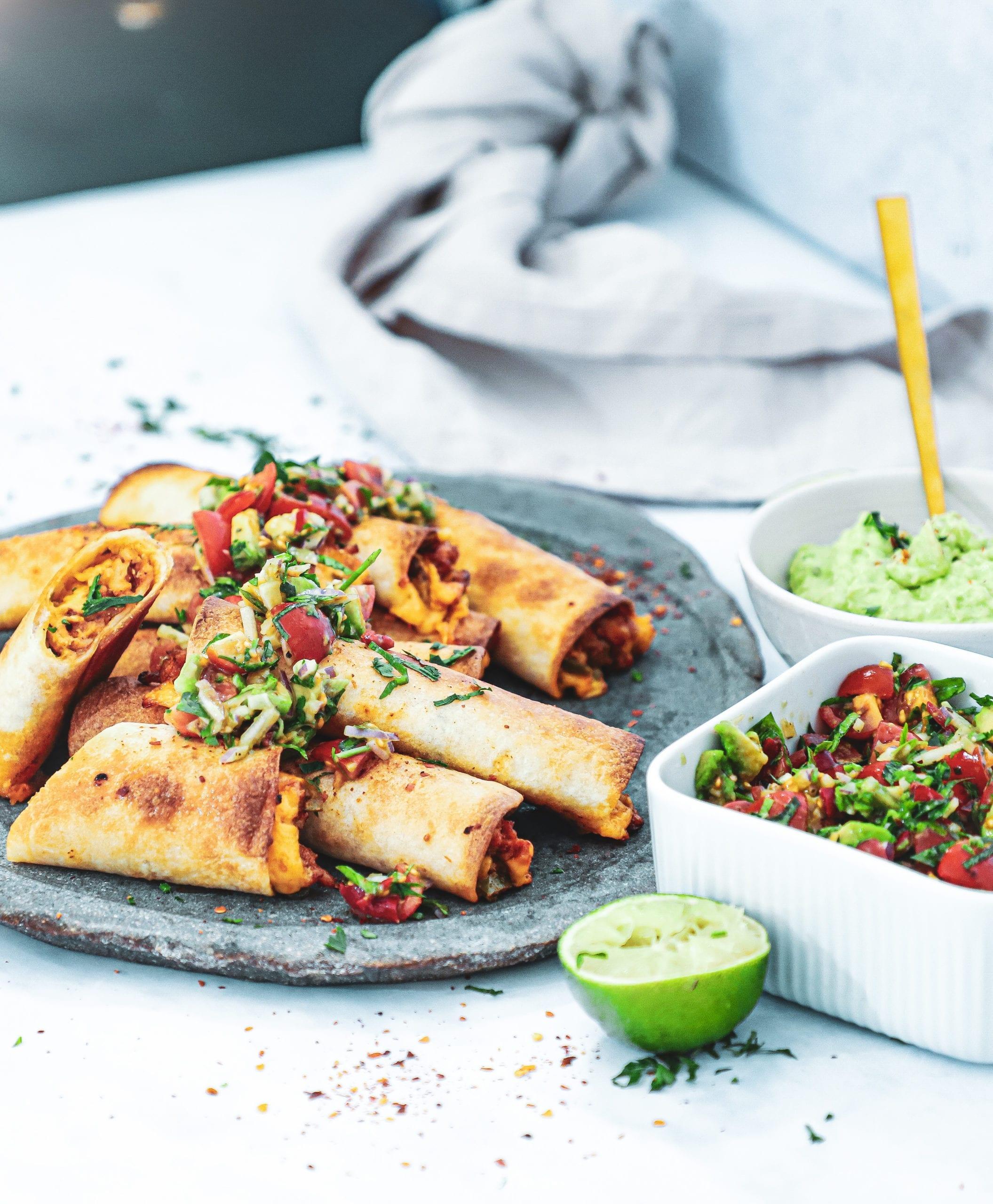 Sprøde tortilla ruller - Opskrift på chicken tinga taquitos
