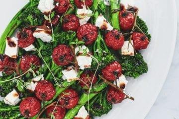 Broccolini salat - Opskrift med bagte tomater og feta