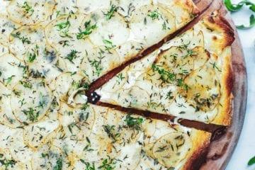 Kartoffelpizza med mascarpone - Opskrift på pizza bianco