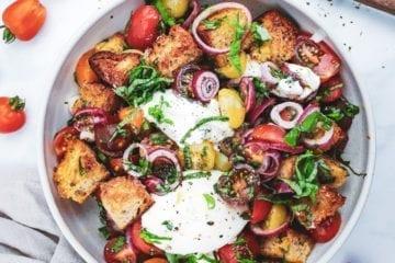 Panzanella - Opskrift på italiensk brødsalat med burrata