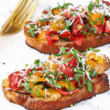 Tomat bruschetta - Opskrift på bruschetta med tomat og trøffel