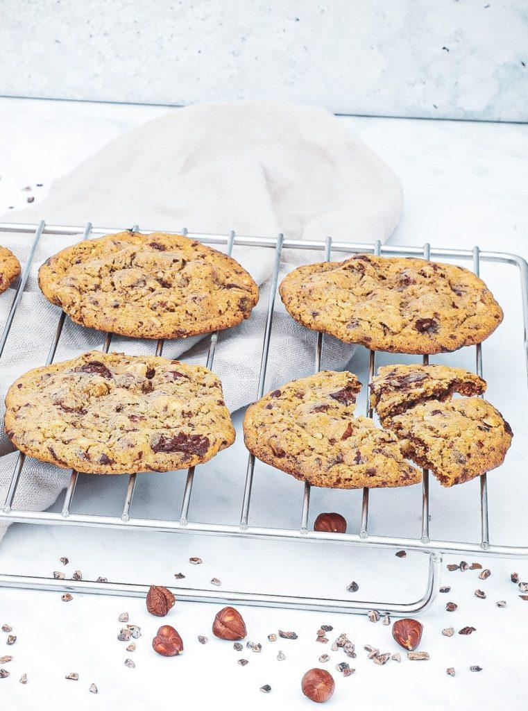 Hjemmebagte cookies - Opskrift på cookies med chokolade og nødder