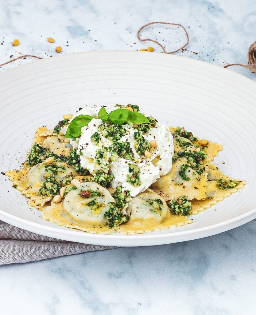 Ravioli - Opskrift på hjemmelavet ravioli med burrata og pesto