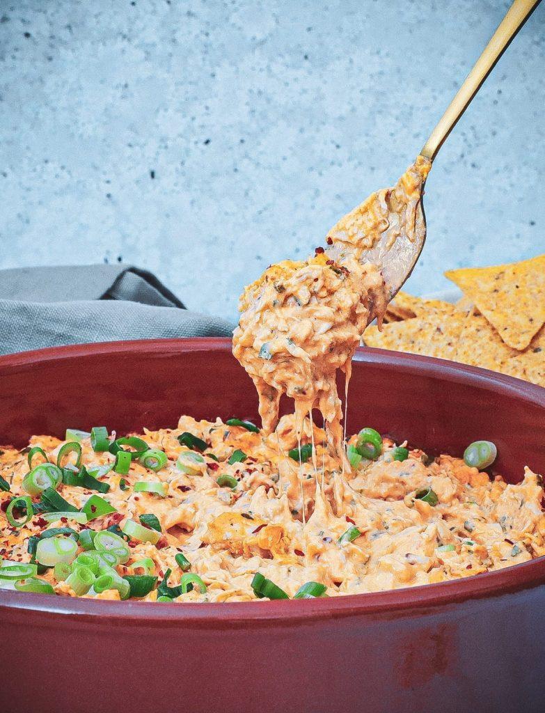 Buffalo chicken dip - Opskrift på oste dip med cheddar og kylling