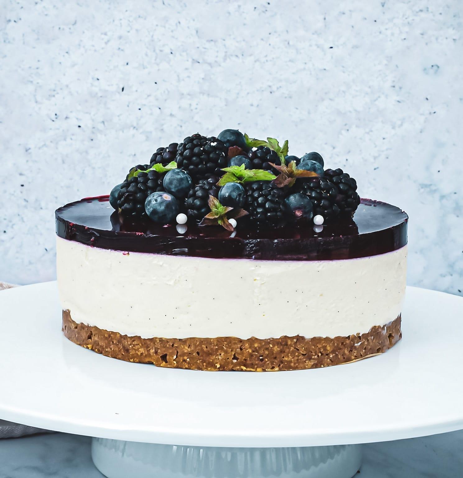 Cheesecake med brombær - Opskrift på nem og skøn cheesecake