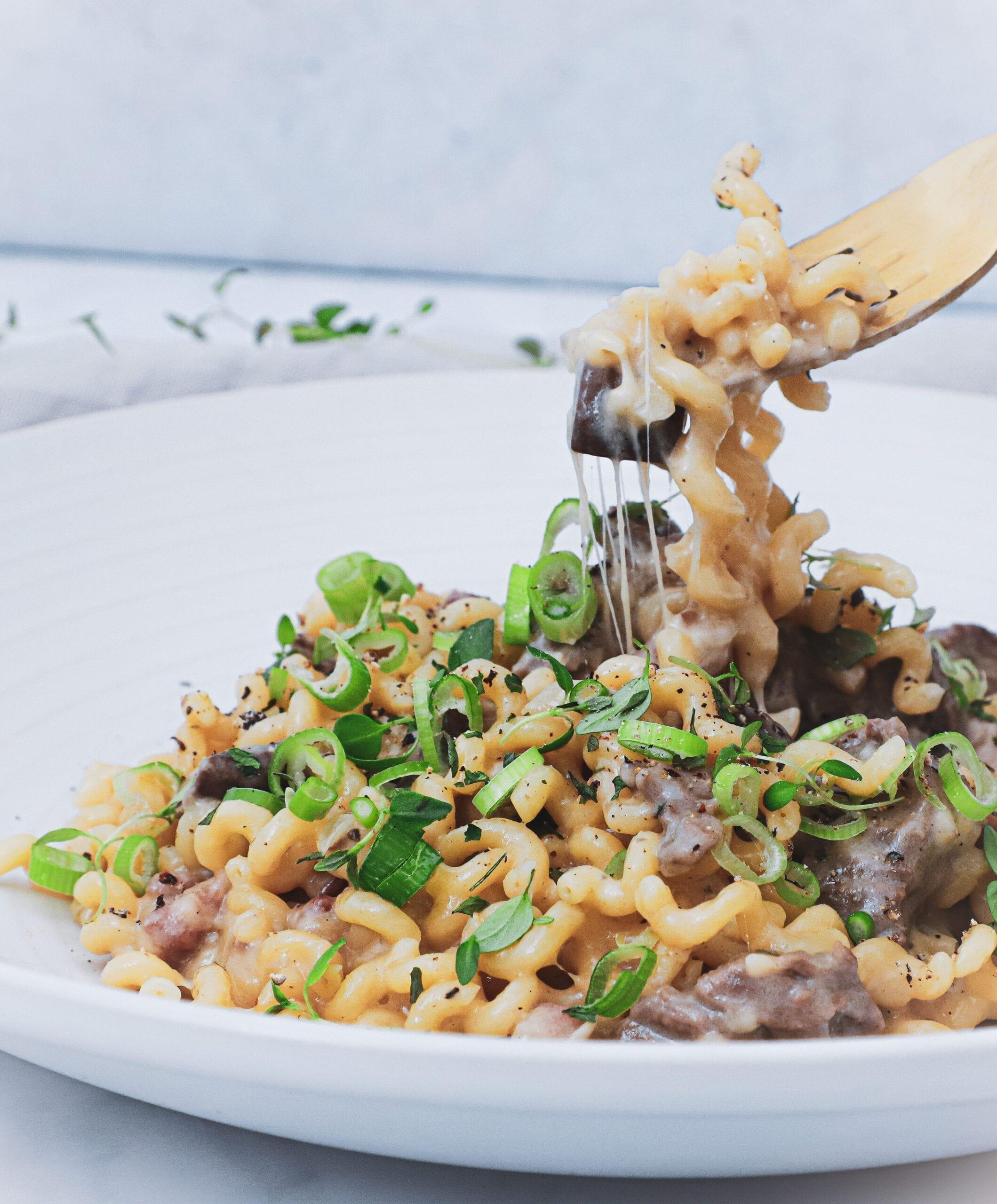 One pot pasta - Opskrift med oksekød og svampe i flødesauce