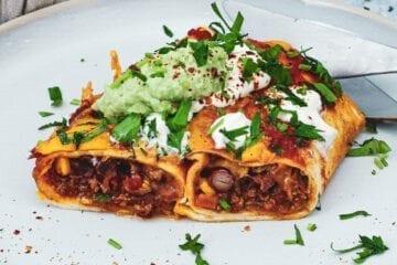 Mexicanske enchiladas - Opskrift med krydret oksekød og grønt