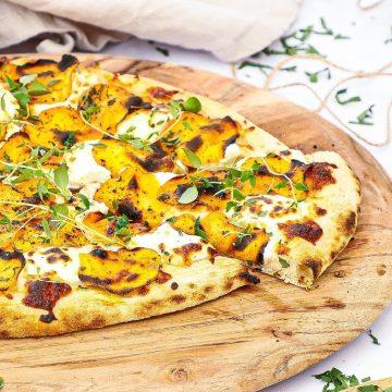 Sød kartoffel pizza - Opskrift på skøn pizza bianco topping