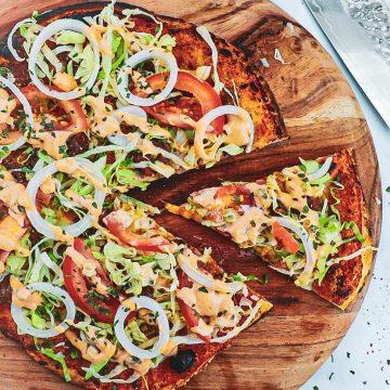 Burger pizza - Opskrift på pizza med burger topping