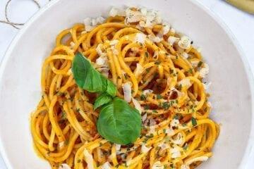 Pasta med bagte tomater - Pasta i frisk cremet tomatsauce