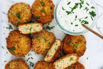 Sprøde fishcakes - Opskrift på panko panerede fiskefrikadeller
