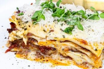 Lasagne med hjemmelavede lasagneplader - Opskrift på lasagne