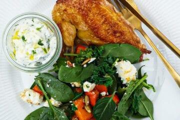 Stegt kyllingebryst - Opskrift på græskar og yoghurt dip