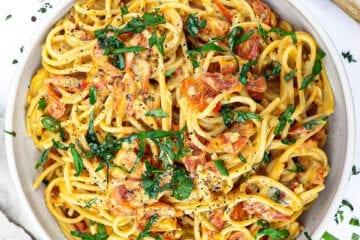 Pasta med cremet tomatsauce - Opskrift med friske tomater