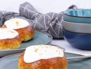 Fastelavnsboller med vaniljecreme og remonce