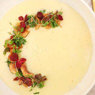 Jordskokkesuppe - Opskrift på suppe med jordskokke chips